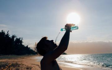 نوشیدن آب در سفر